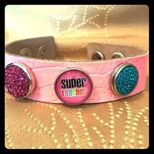Jewelry - Hot pink leather bracelet with 3 snaps